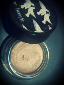 benefit-stin-Creaseless Cream Eyeshadow