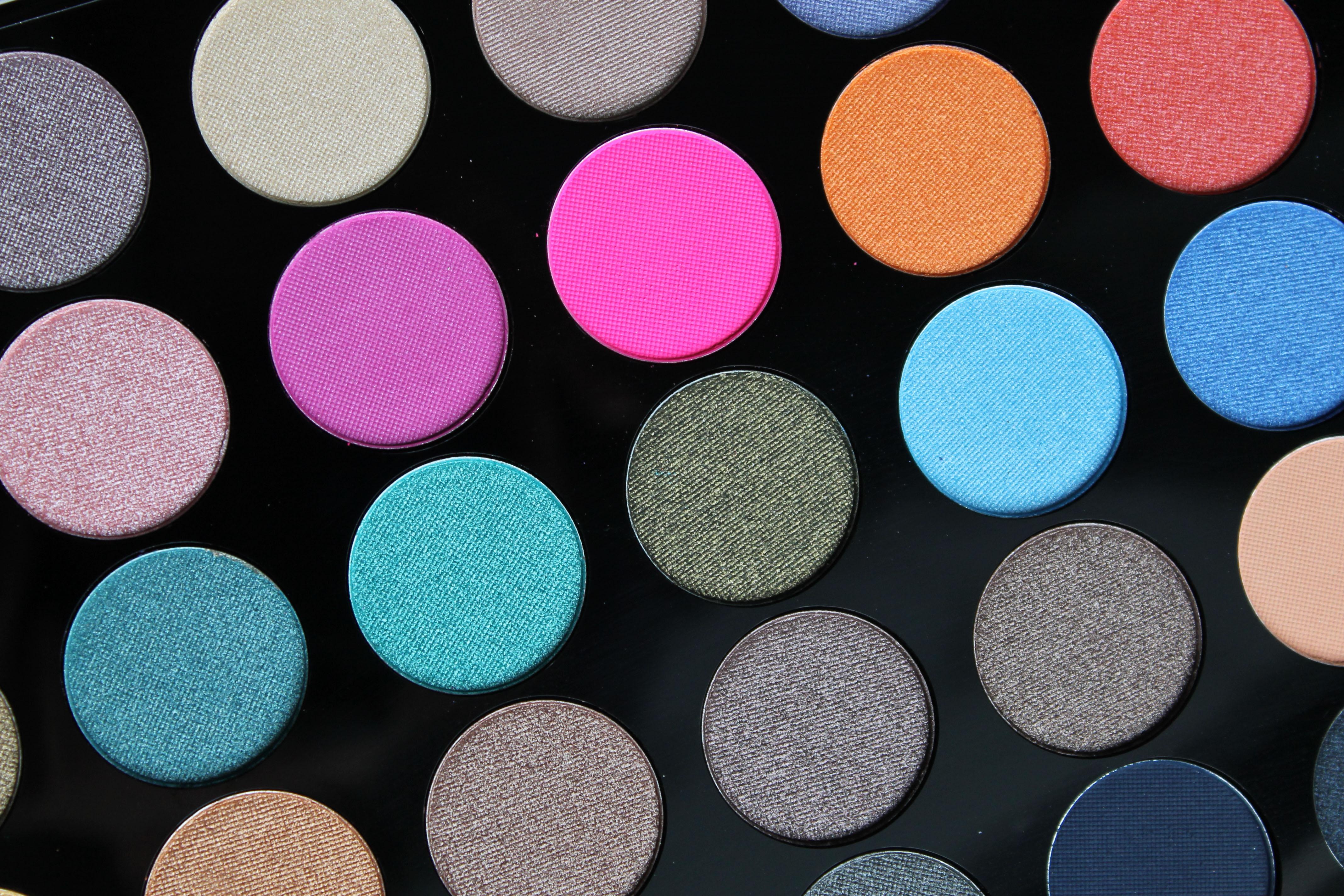 paletka barevných očních stínů